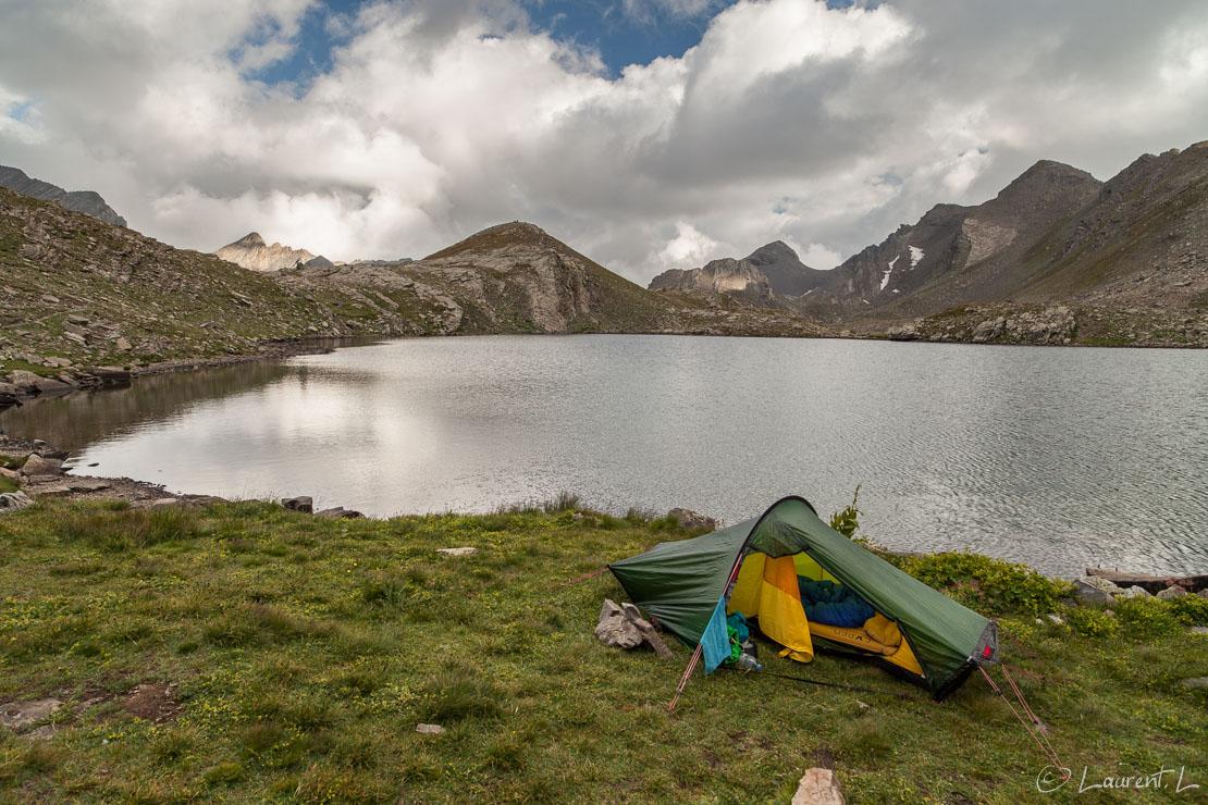 "Mon ""refuge"" au lac des Hommes (2660 m)     1/30 s à f/7,1 - 100 ISO - 21 mm     31/08/2013 - 18:31     44°22'24"" N 6°51'45"" E     2620 m"