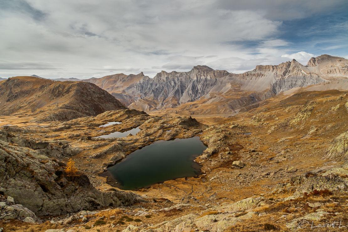 "Au-dessus des lacs de Morgon     1/25 s à f/11 - 100 ISO - 21 mm     21/10/2012 - 14:22     44°20'12"" N 6°54'52"" E     2526 m"