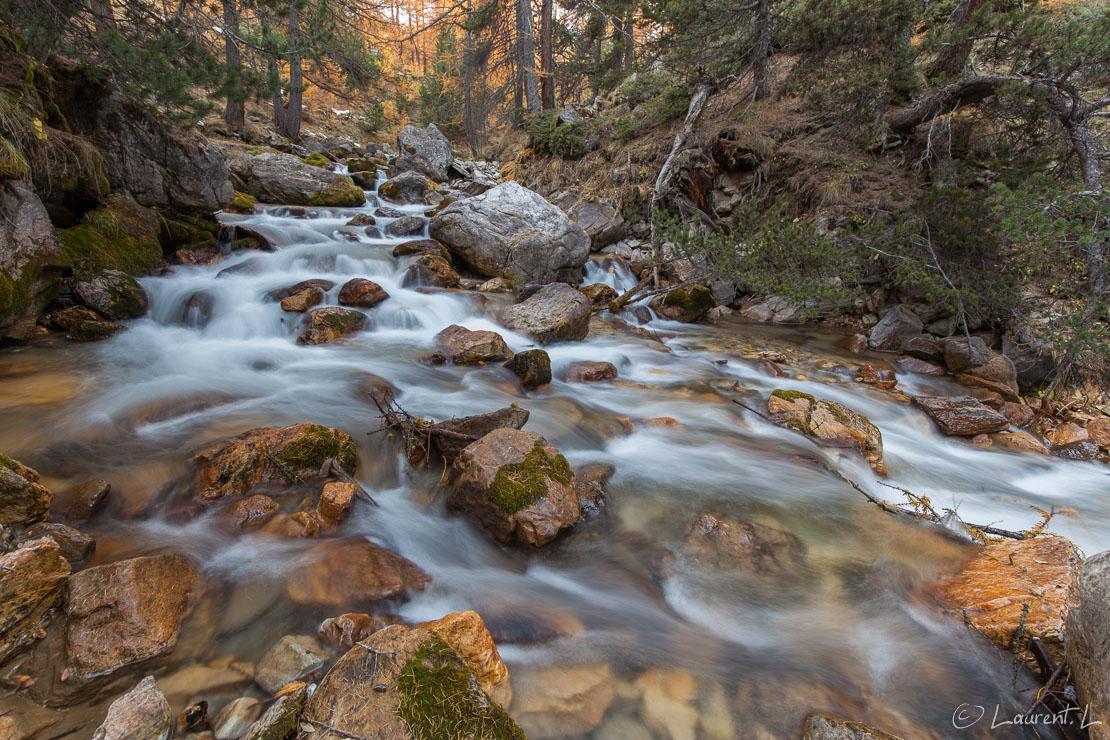 """Ruisseau de la vallée Etroite     1,0 s à f/9,0 - 100 ISO - 15 mm     29/10/2016 - 16:07     45°4'55"""" N 6°36'40"""" E     1880 m"""